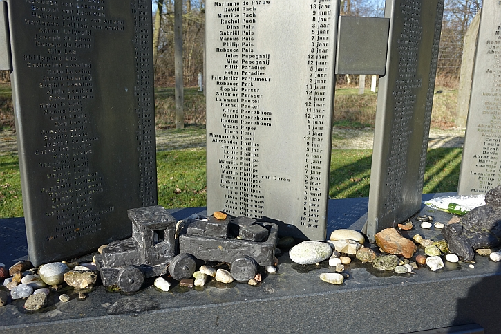 The Children's Memorial at Vught lists the names of the dead