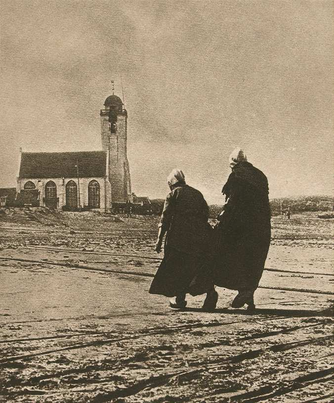 Alfred Stieglitz, Scurrying home or The Hour of Prayer, near the traditional village of Katwijk, the Netherlands, 1894