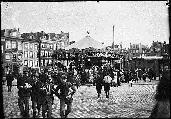 George Breitner, The Merry-go-round on the Haarlemmerplein