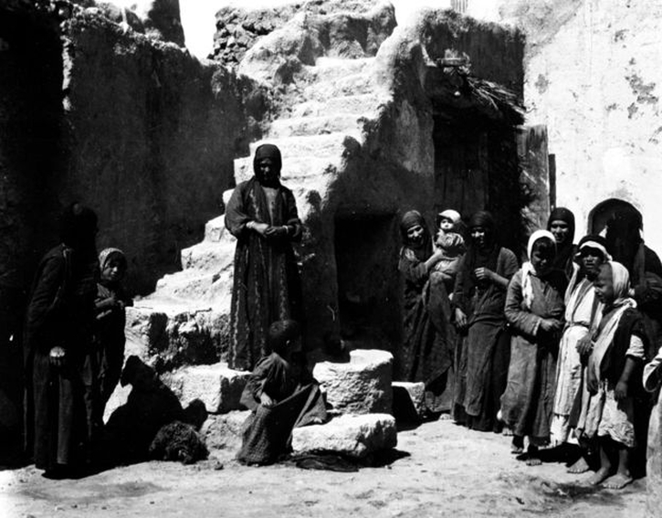 Arabs in the village in the Temple of Bel in Palmyra, 1900, photo by Gertrude Bell