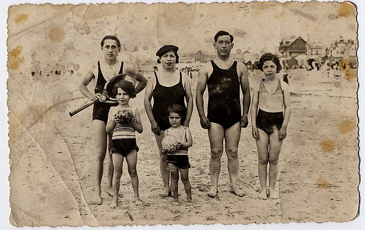 Marceline Loridan-Ivens with her family, 1935