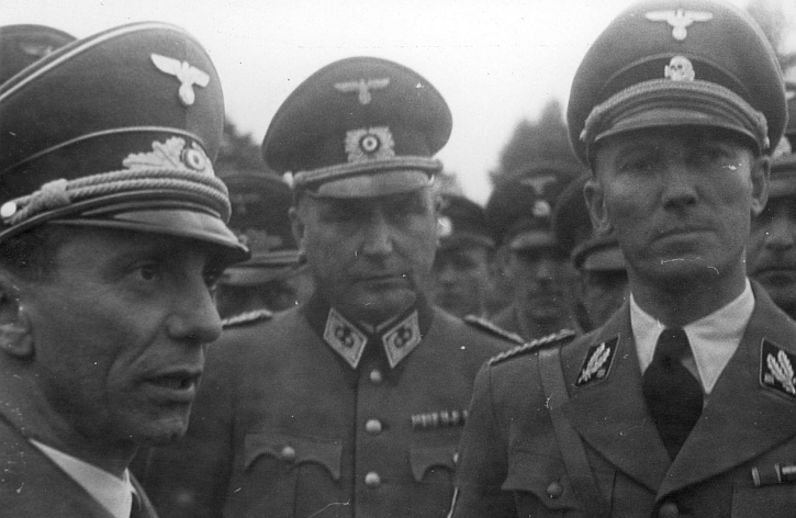 Otto von Wächter (right) with other German Nazi government officials of occupied Poland