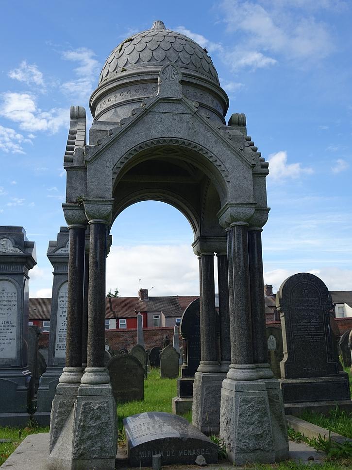 The impressive tomb of Miriam de Maenasce