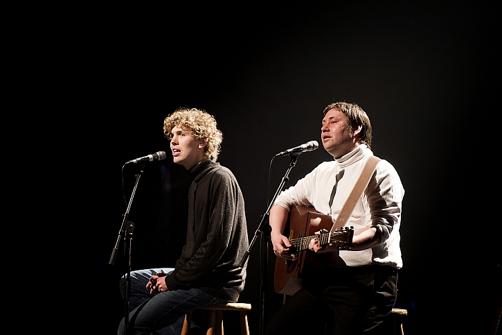 Joe Sterling as Art Garfunkel and Gregory Clarke as Paul Simon