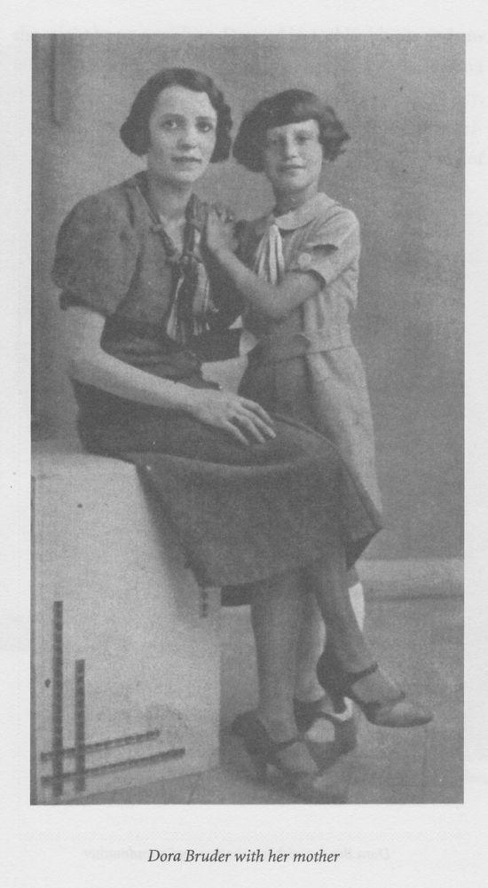dora-bruder-with-her-mother