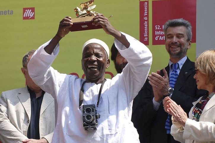 Malik Sidibe wins the Golden Lion at the Venice Biennale in 2007