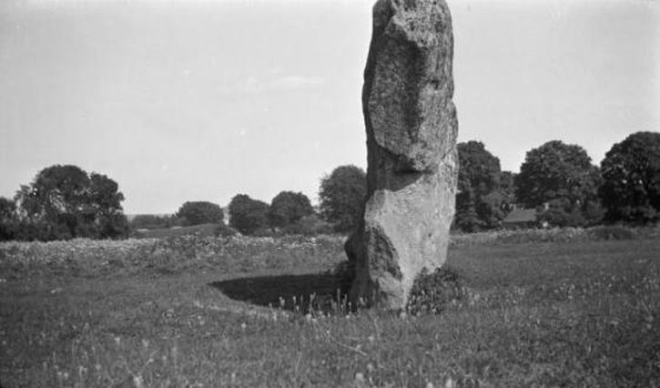 Paul Nash, megalith at Avebury