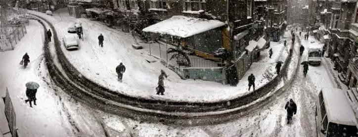 Curved street in winter, Istanbul: photo by Nuri Bilge Ceylan