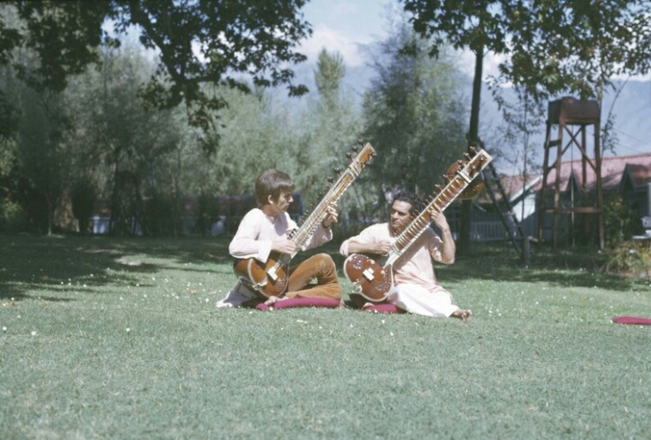 George Harrison takinga  sitar lesson from Ravi Shankar in India