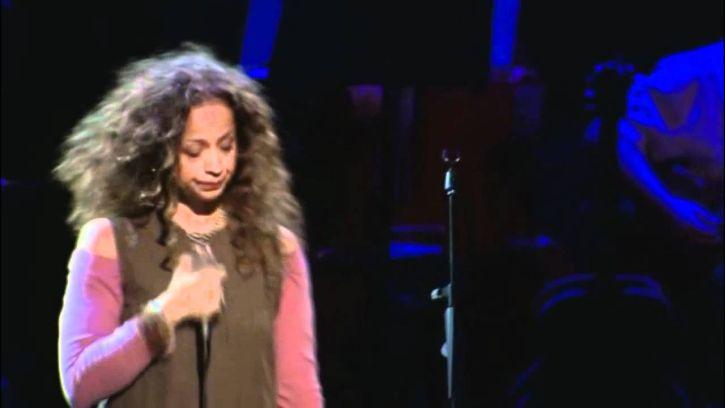 Perla Batalla sings Anthem