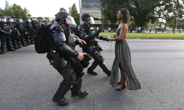 Ieshia Evans facing down police in Baton Rouge, Louisiana